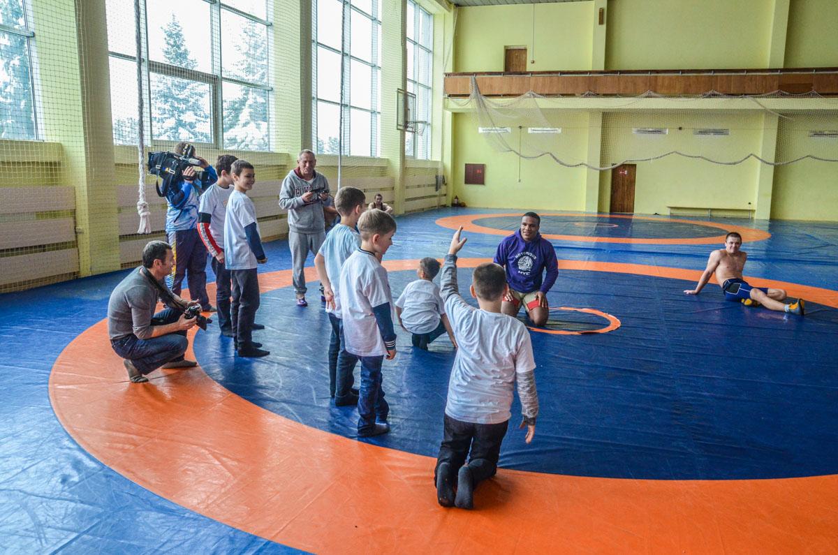 Дети с интересом задавали спортсмену вопросы