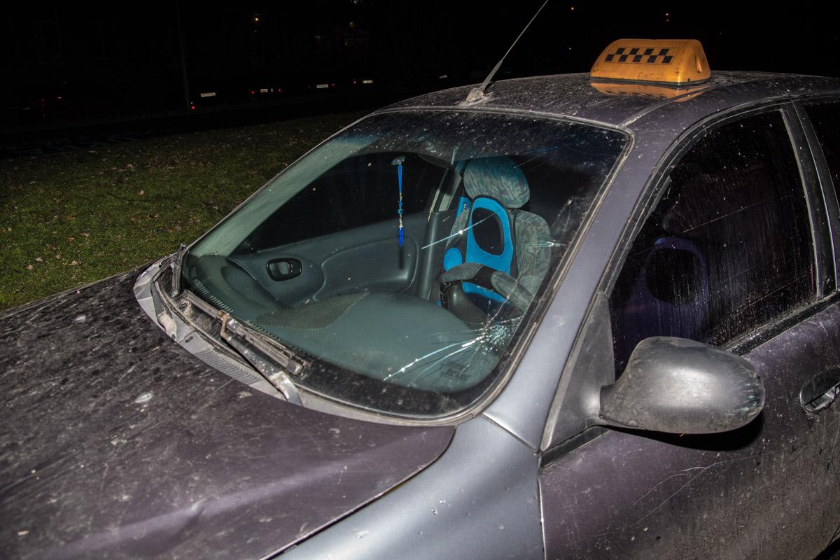 У DaewooLanos из-за столкновения разбилось лобовое стекло