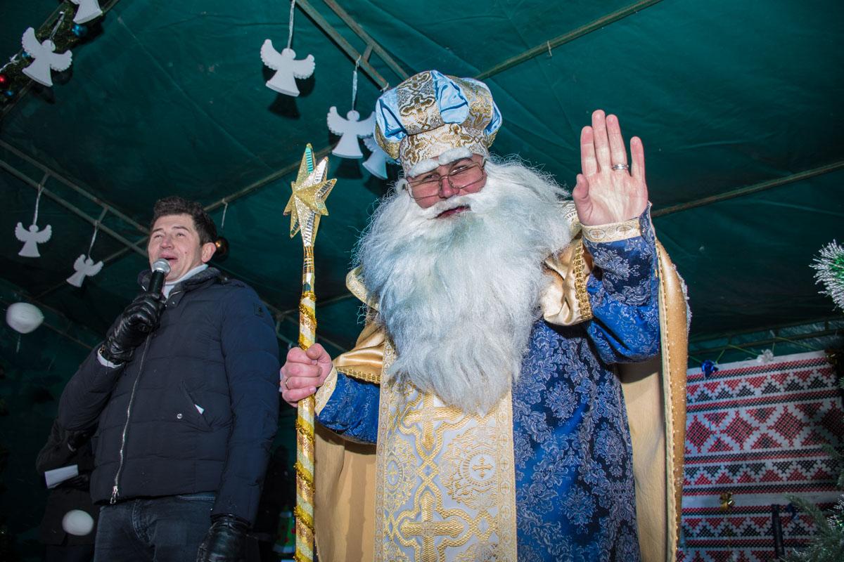 Также присутствующих поздравил Святой Николай