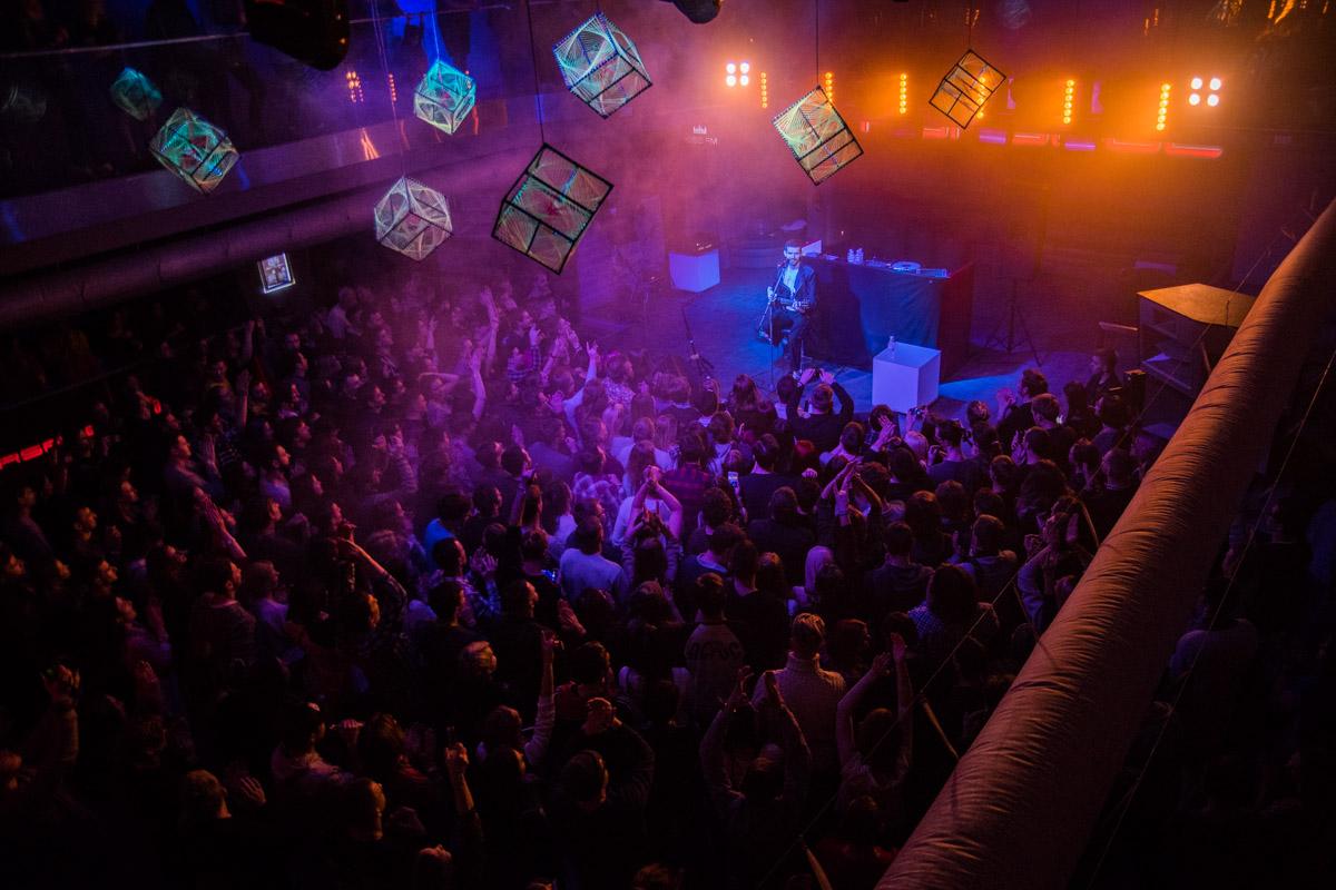 Толпа фанатов подпевала Noize MC весь концерт