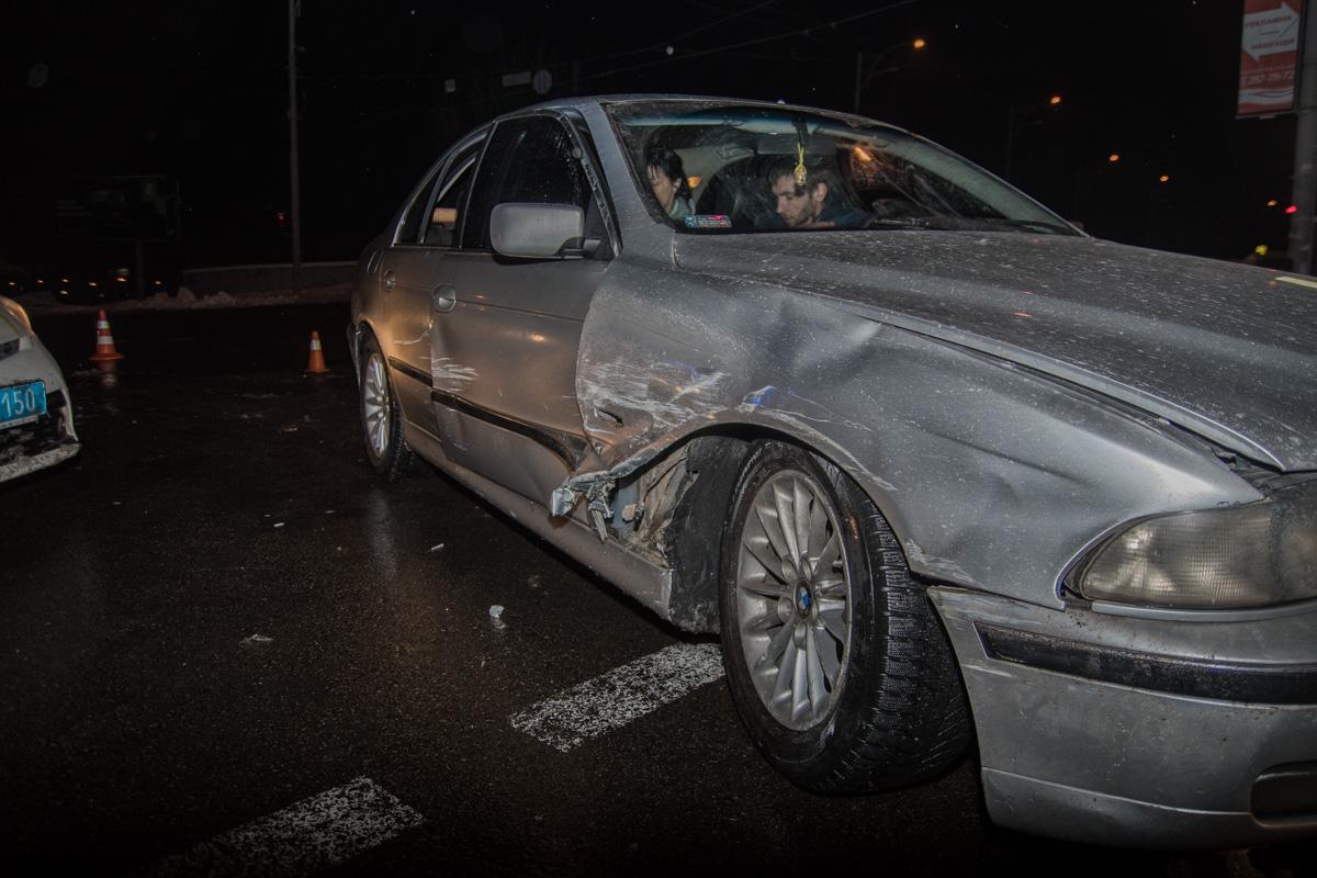 По предварительной версии,BMW ехал на красный