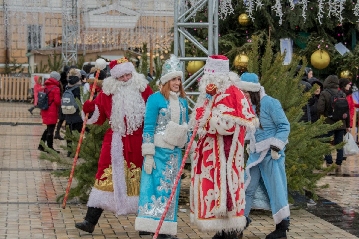 Горячая пора для Дедов Морозов и Снегурочек