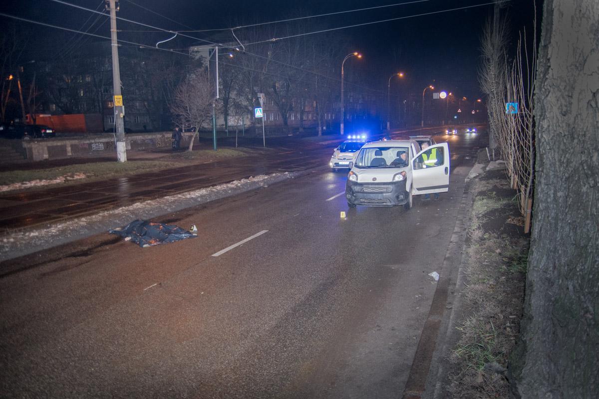 На перекрестке улиц Вацлава Гавела и Михаила Донца автомобильFiatсбил пожилую женщину
