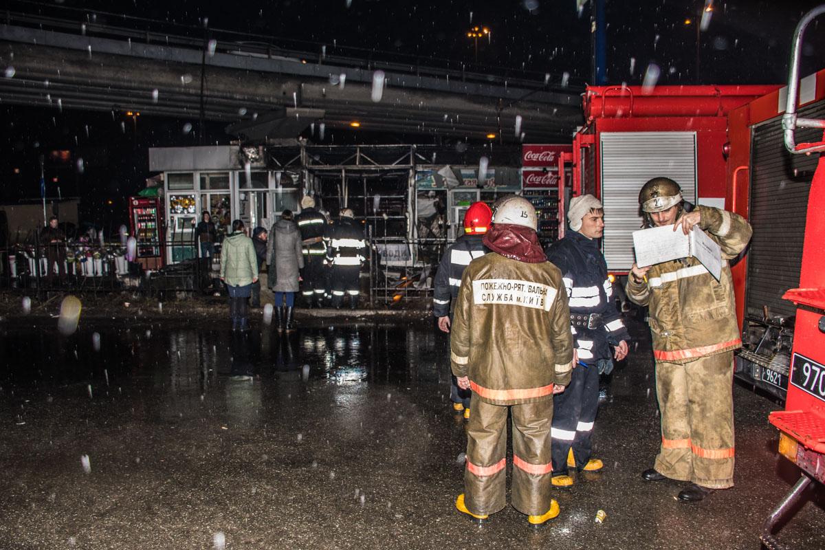Настоличной автостанции «Выдубичи» загорелись МАФы