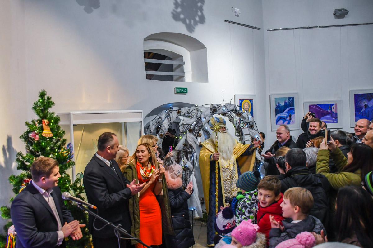 Святой Николай с удовольствием пообщался с детьми