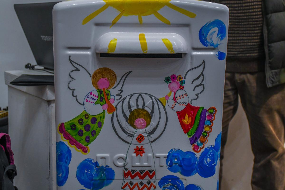Волшебный почтовый ящик, который доставляет письма Святому Николаю