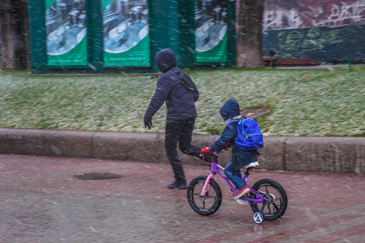 Дети особенно рады снегопаду