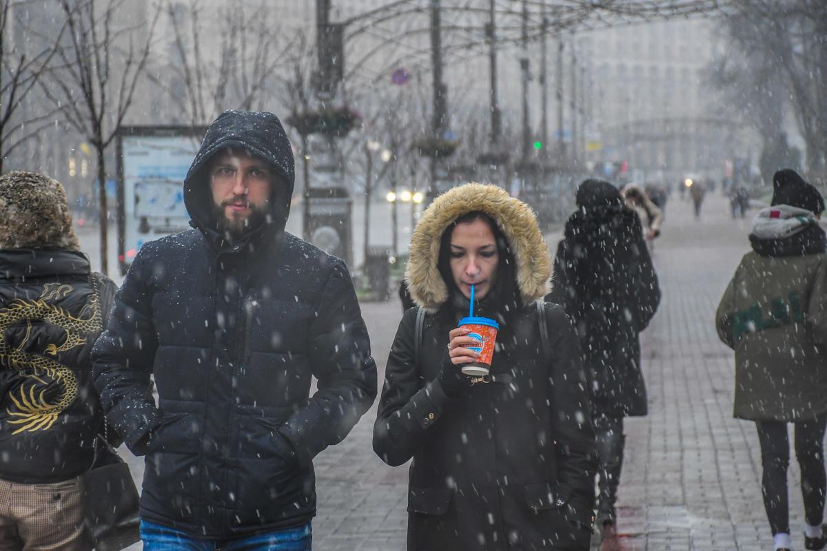 Отличный способ согреться в такую погоду - чашка горячего кофе