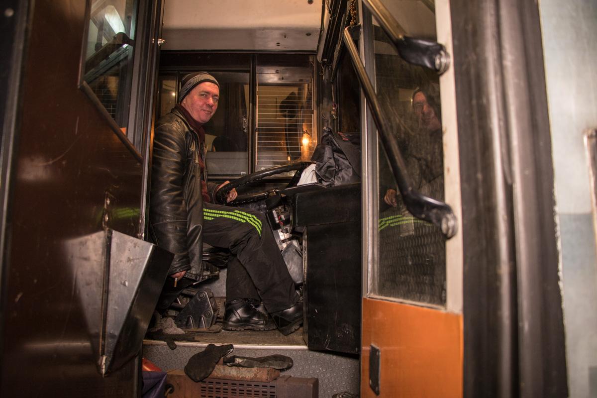 По словам водителя, интервал движения троллейбусов № 19-д составляет 15 – 20 минут