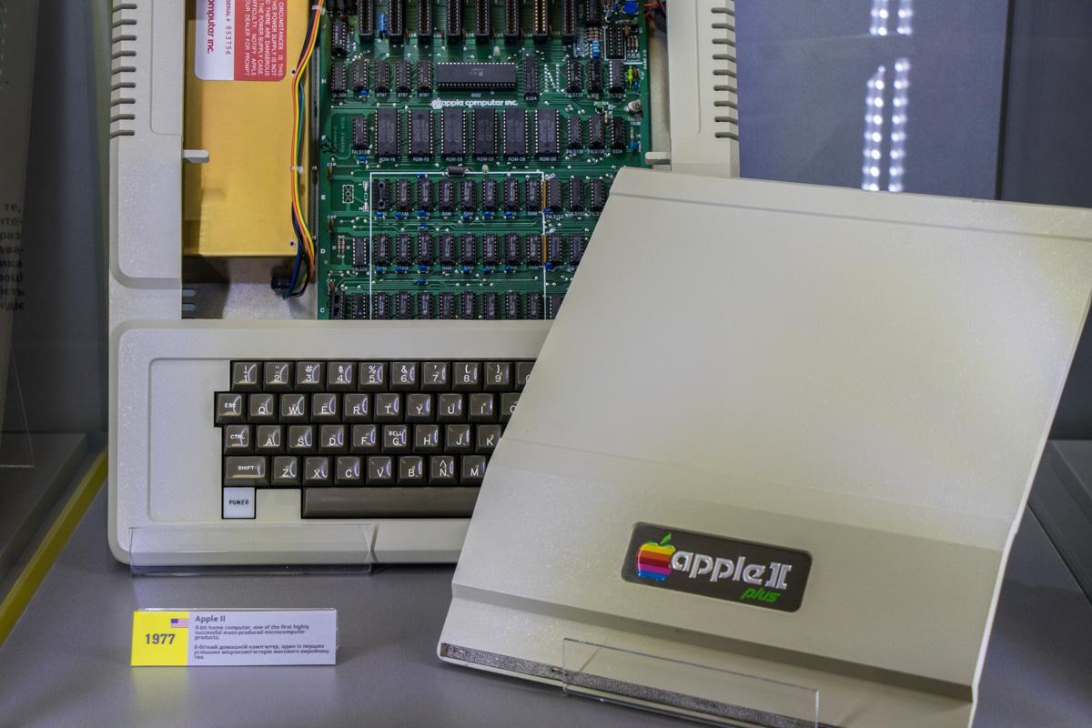Apple || plus (1977), приобретенный в США