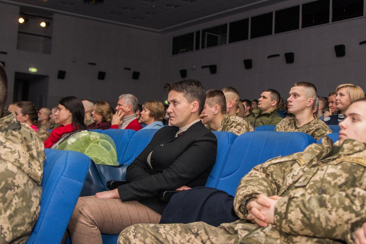 Депутат Верховной Рады Надежда Савченко слушает концерт
