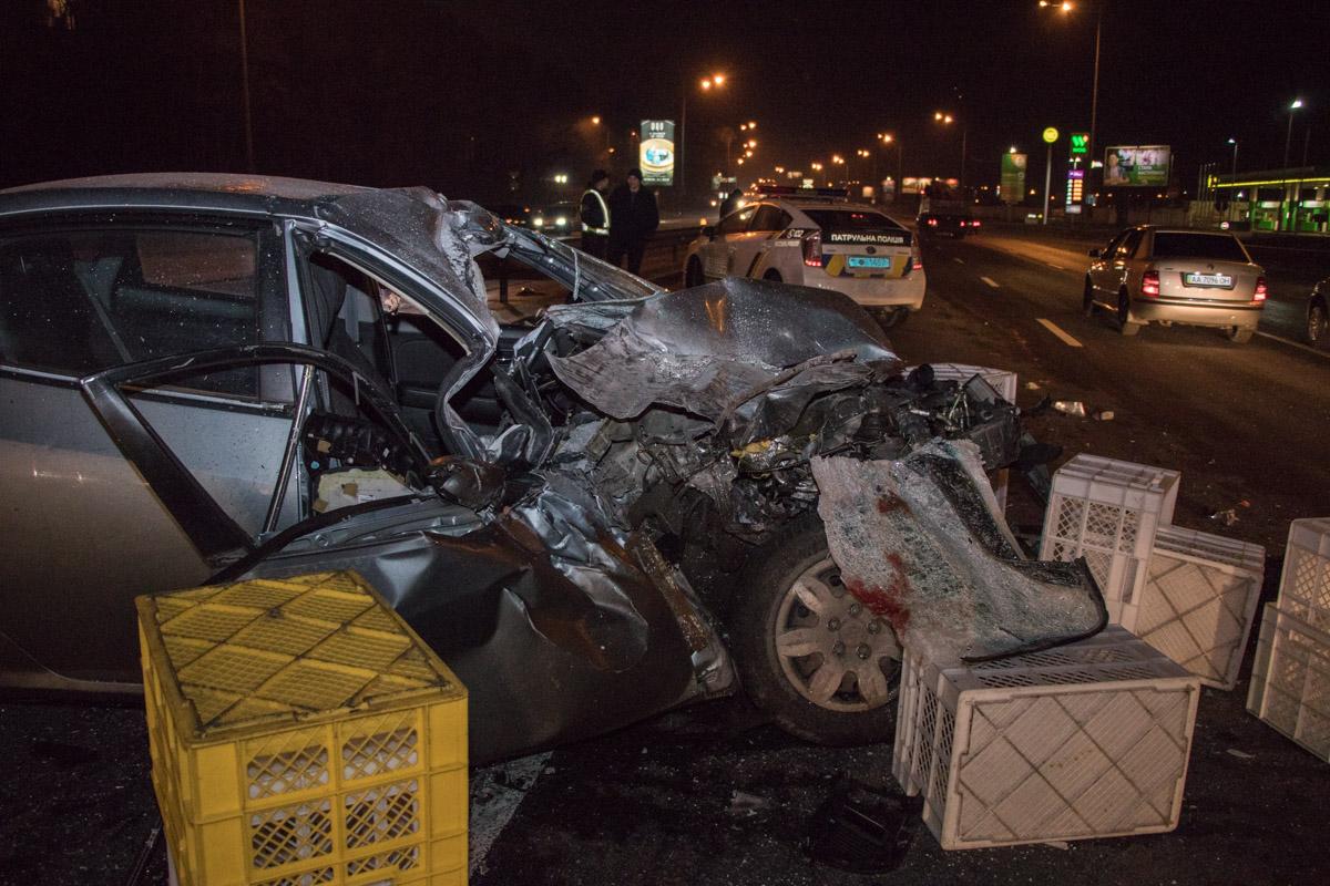 На лобовом стекле следы крови, возможно водитель был не пристегнут