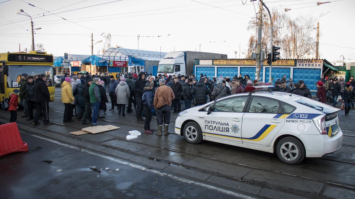Возмущенные работники рынка перекрыли улицу Бориспольскую