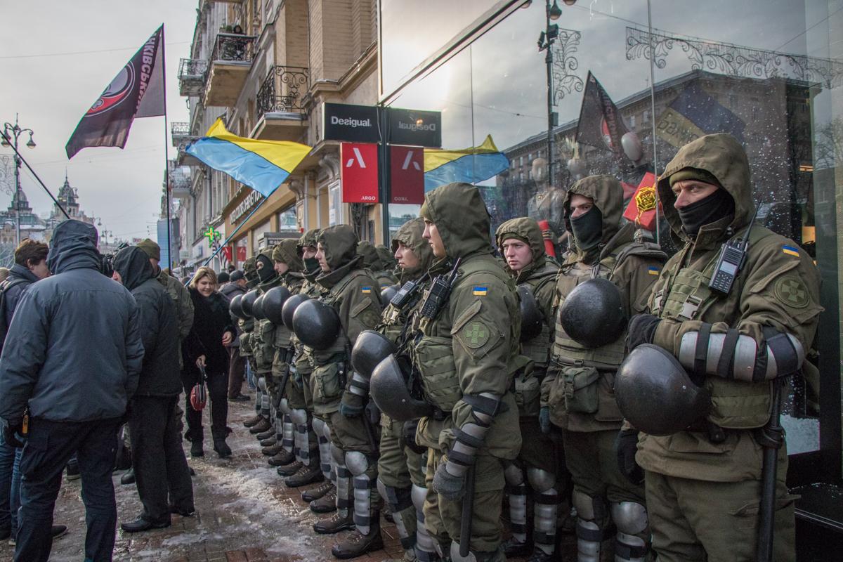 Но большая часть правоохранителей сосредоточена именно возле здания Печерского суда