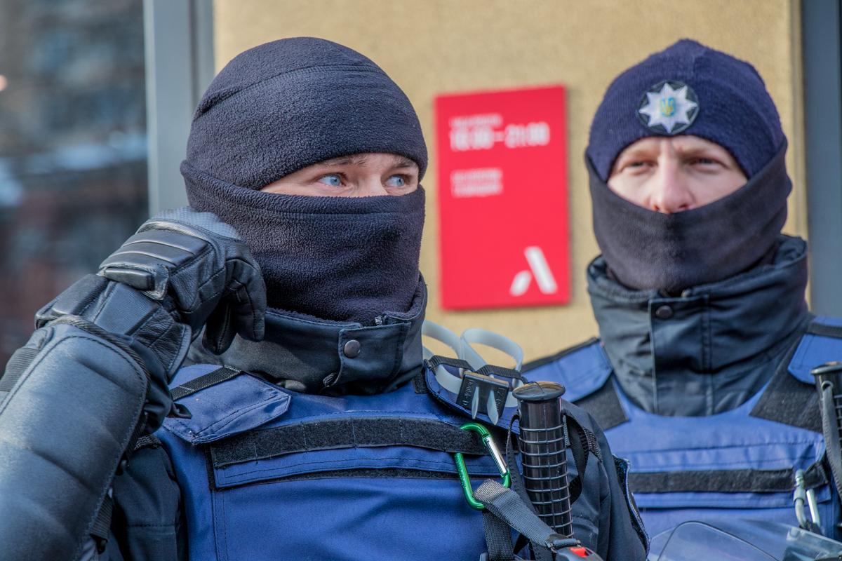 В пресс-службе полиции говорят, что такие меры введены из-за запланированных мероприятий