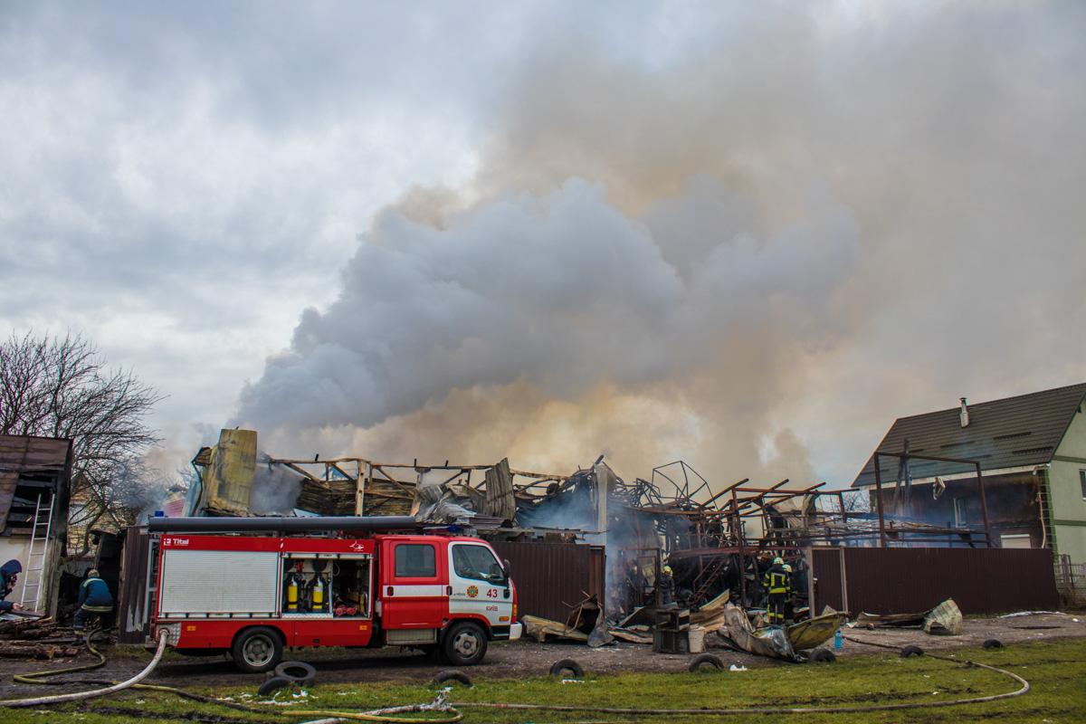 Пожар ликвидировали. Но 3-этажное здание сгорело полностью