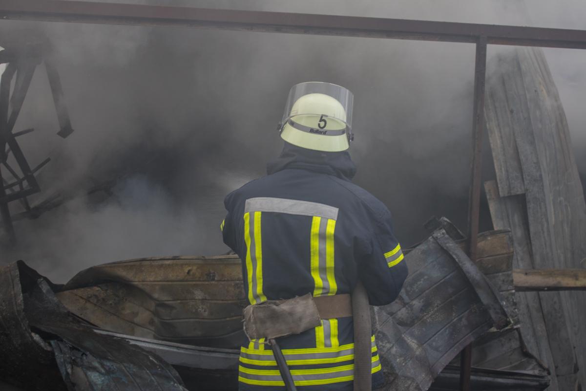 С огнем боролись 87 спасателей