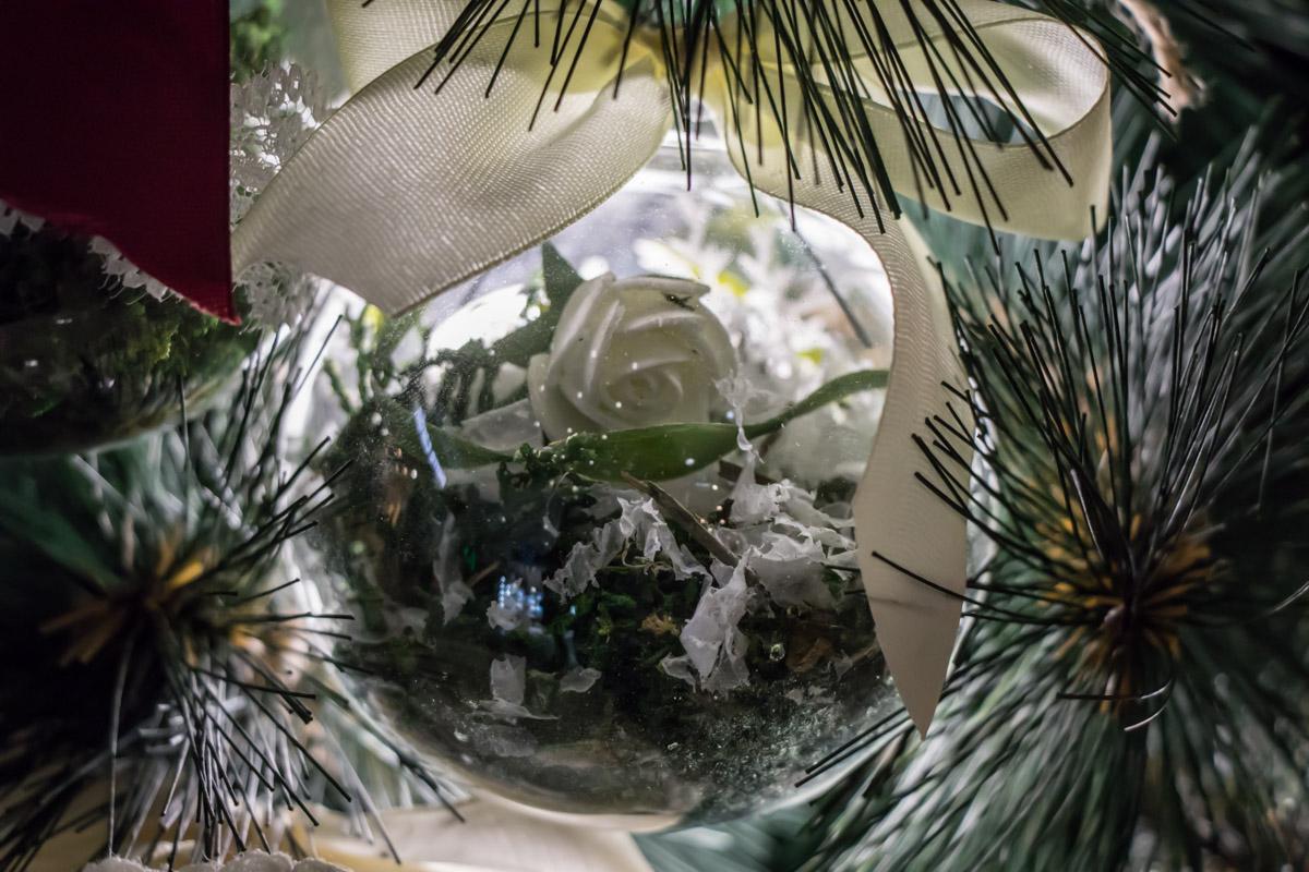 Маленький мир в елочной игрушке