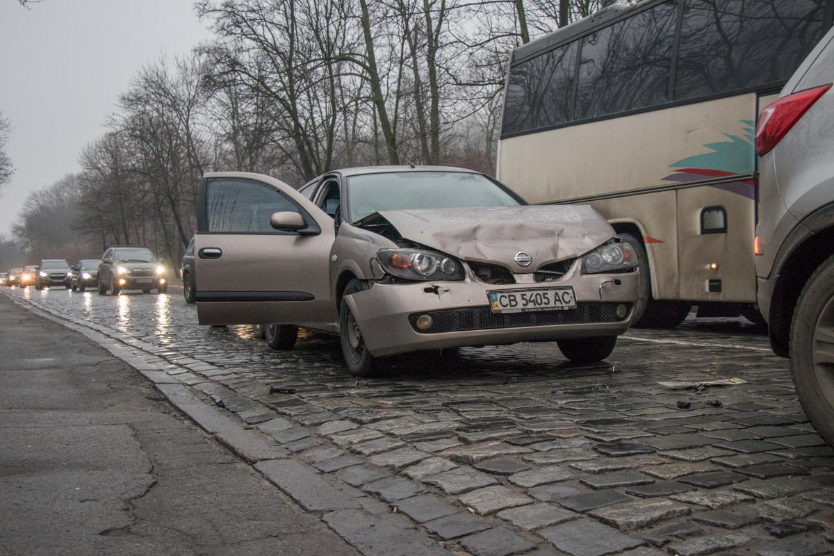 Kia Sportage резко затормозил и водитель стоящего за ним Nissan и не успел среагировать