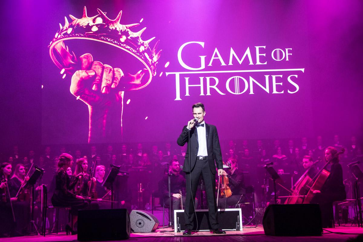 200 музыкантов исполнили мировые саундтреки к популярным сериалам и кинофильмам