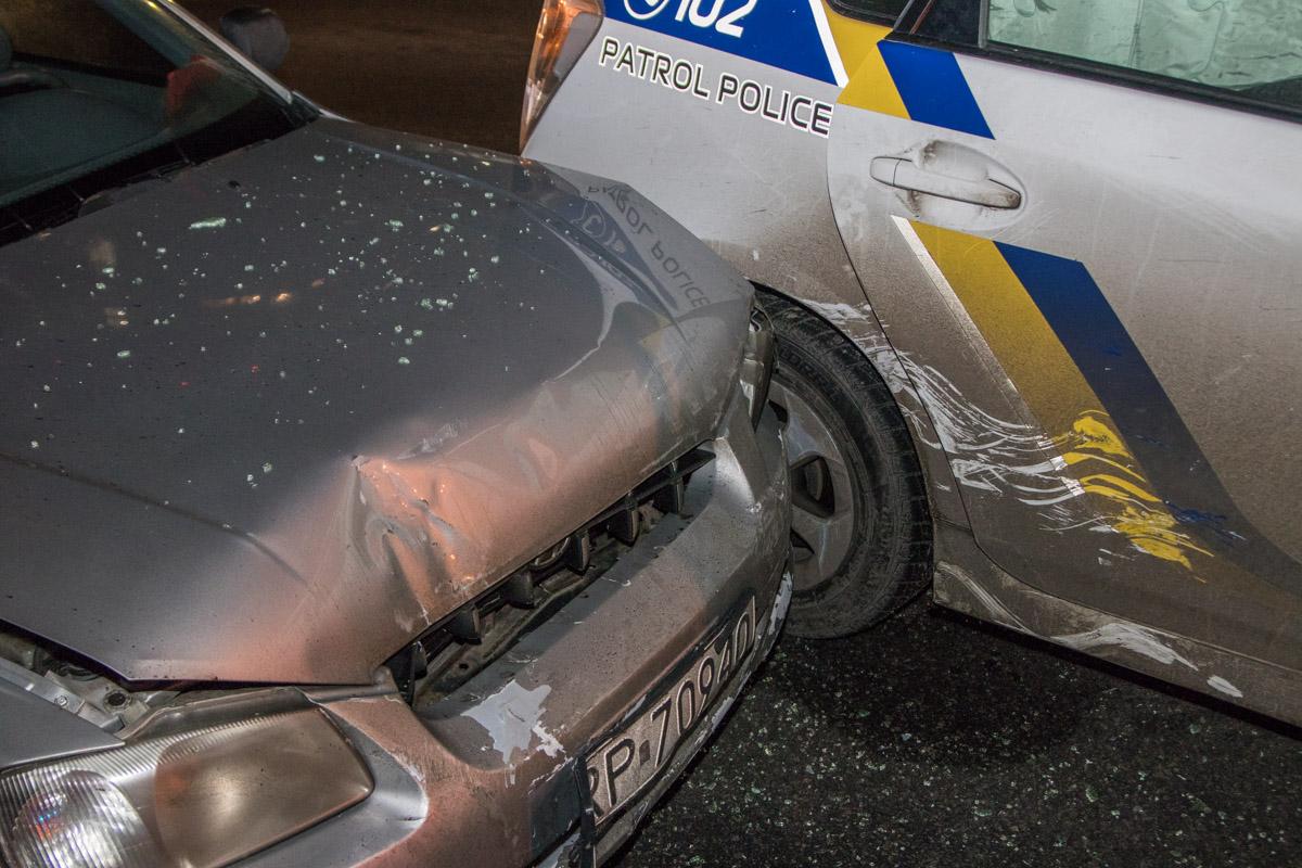 У Hyundai Accent разбит передний бампер и лобовое стекло, уToyota Prius - правая боковая часть