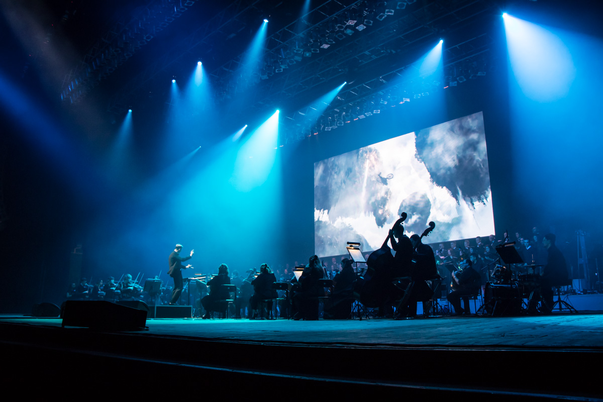 На сцене выступили симфонический оркестр Андрея Черного и хор «Voice of tne sympho rock»