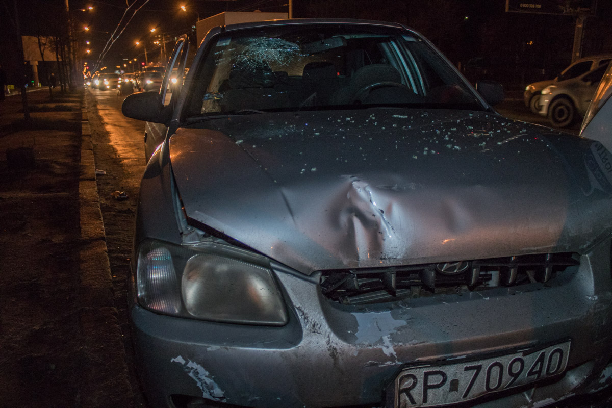 УHyundai Accent поврежден передний бампер - никто из пассажиров не пострадал