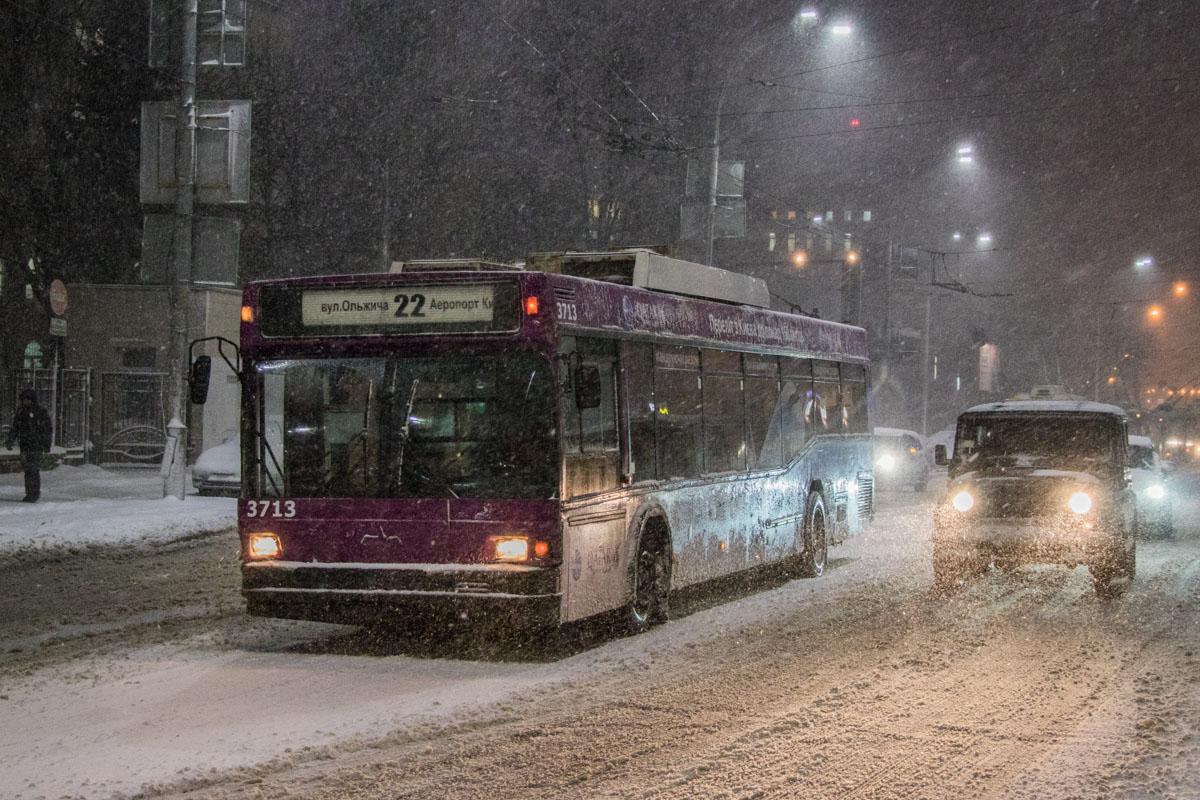 На Севастопольской площади на полном ходу сломался троллейбус №22