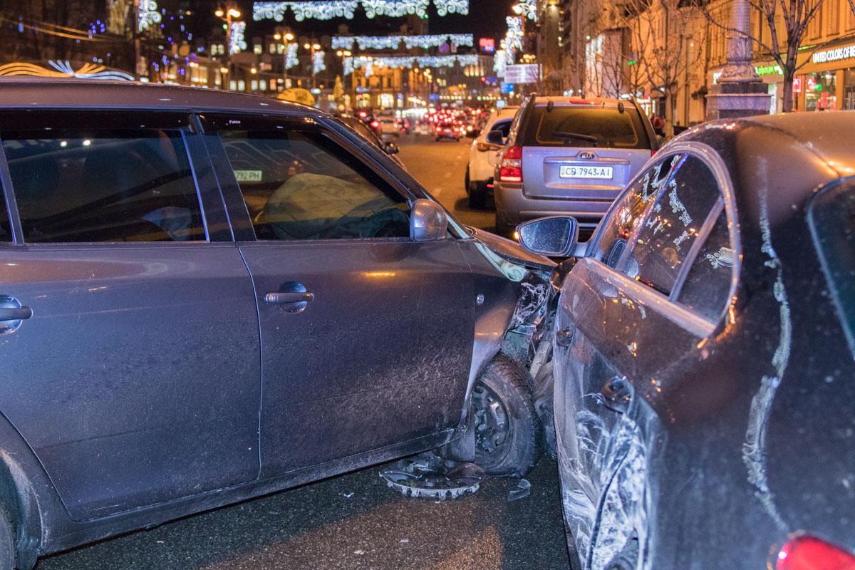 В центре Киева возле ЦУМа столкнулись Skoda и Volkswagen