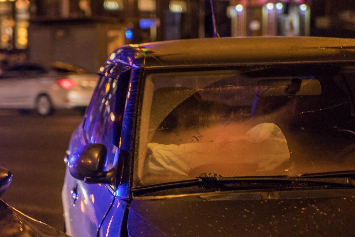 Водителя Skoda забрали медики с травмами лица
