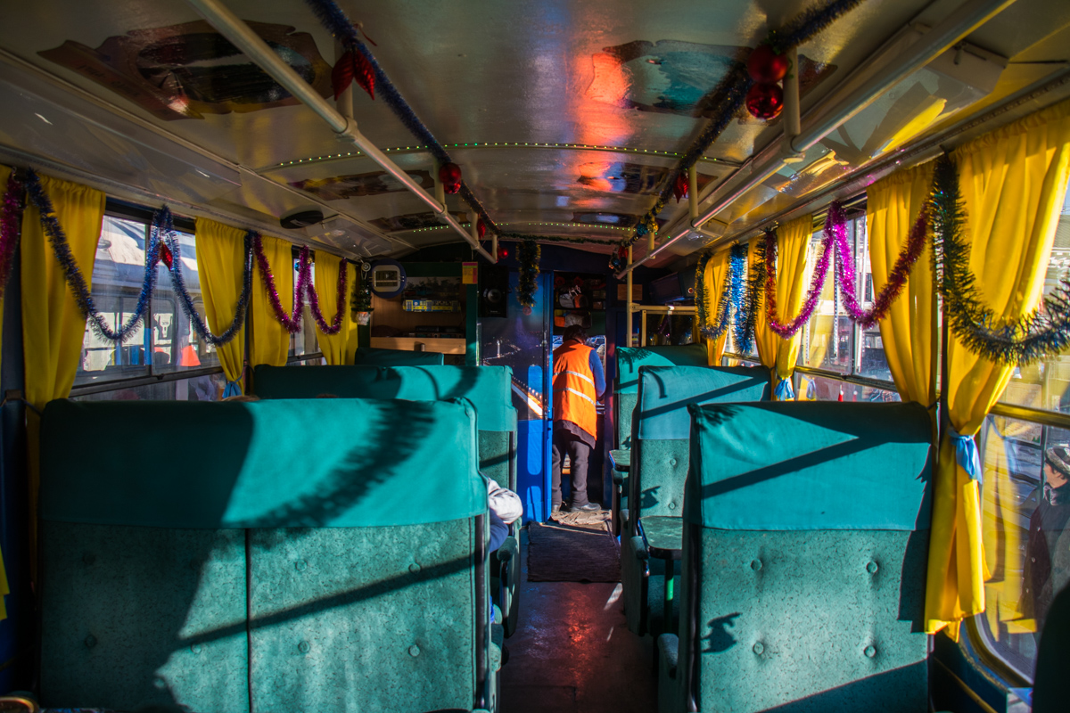 Заходя в трамвай, складывается впечатление, что попал в 8о-е годы прошлого века
