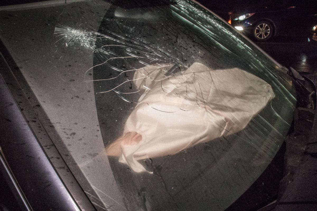 В автомобиле Honda сработали подушки безопасности, но пострадали и водитель, и пассажир