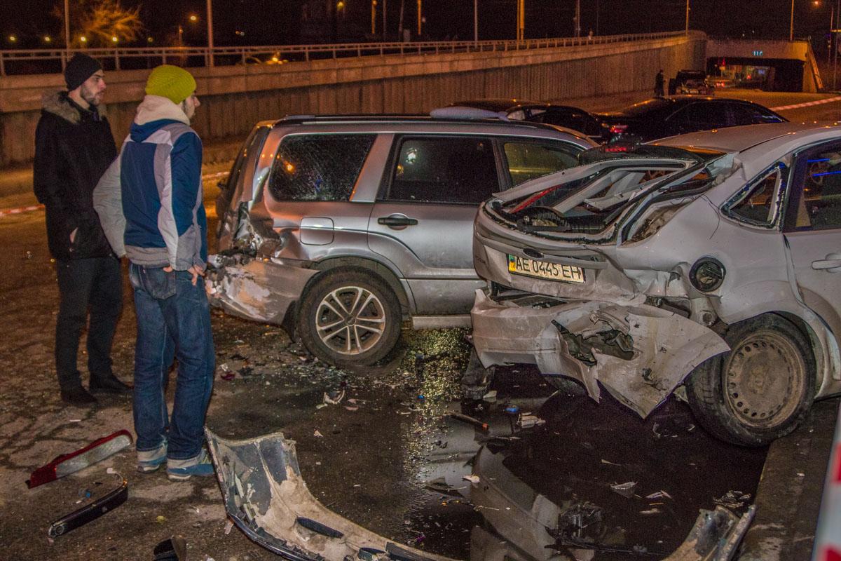 Масштабное ДТП после погони вКиеве: водитель «Мерседеса» разгромил 5 автомобилей