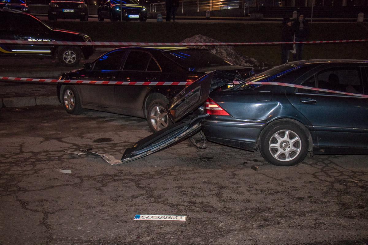 От столкновения у Mercedes даже отбило литовские номера