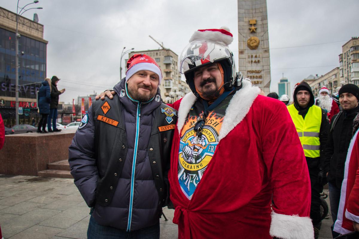 Сборы колонны - возле киевского цирка
