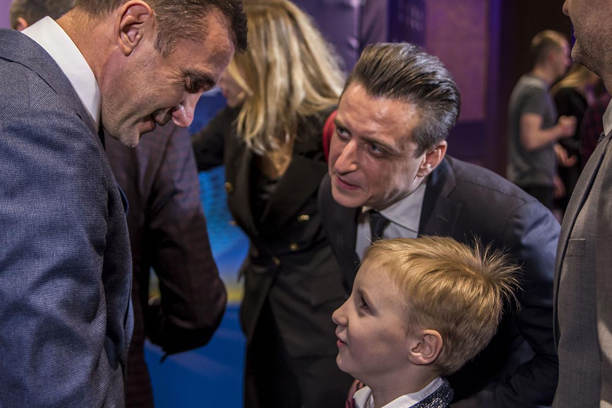 Также мероприятие посетил телеведущий Александр Денисов вместе со своим сыном