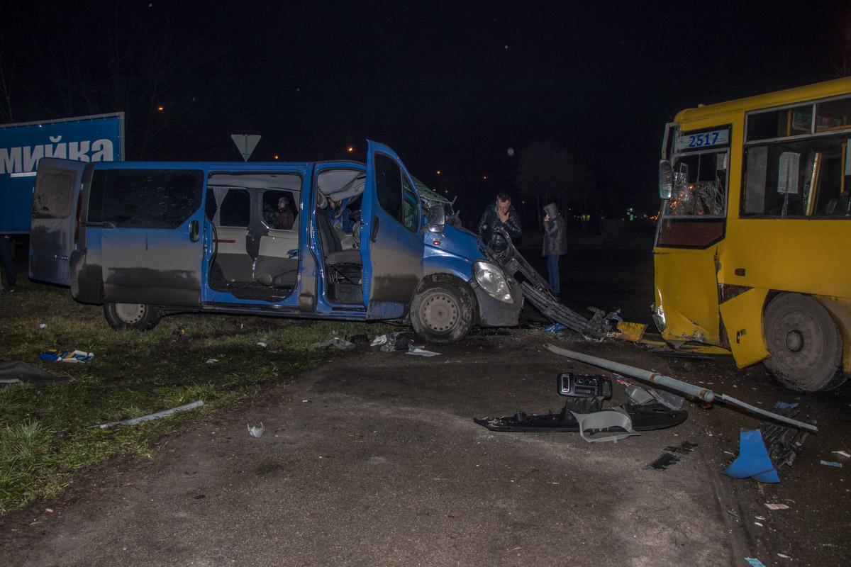 По словам патрульных, автобус должен был пропустить встречное авто