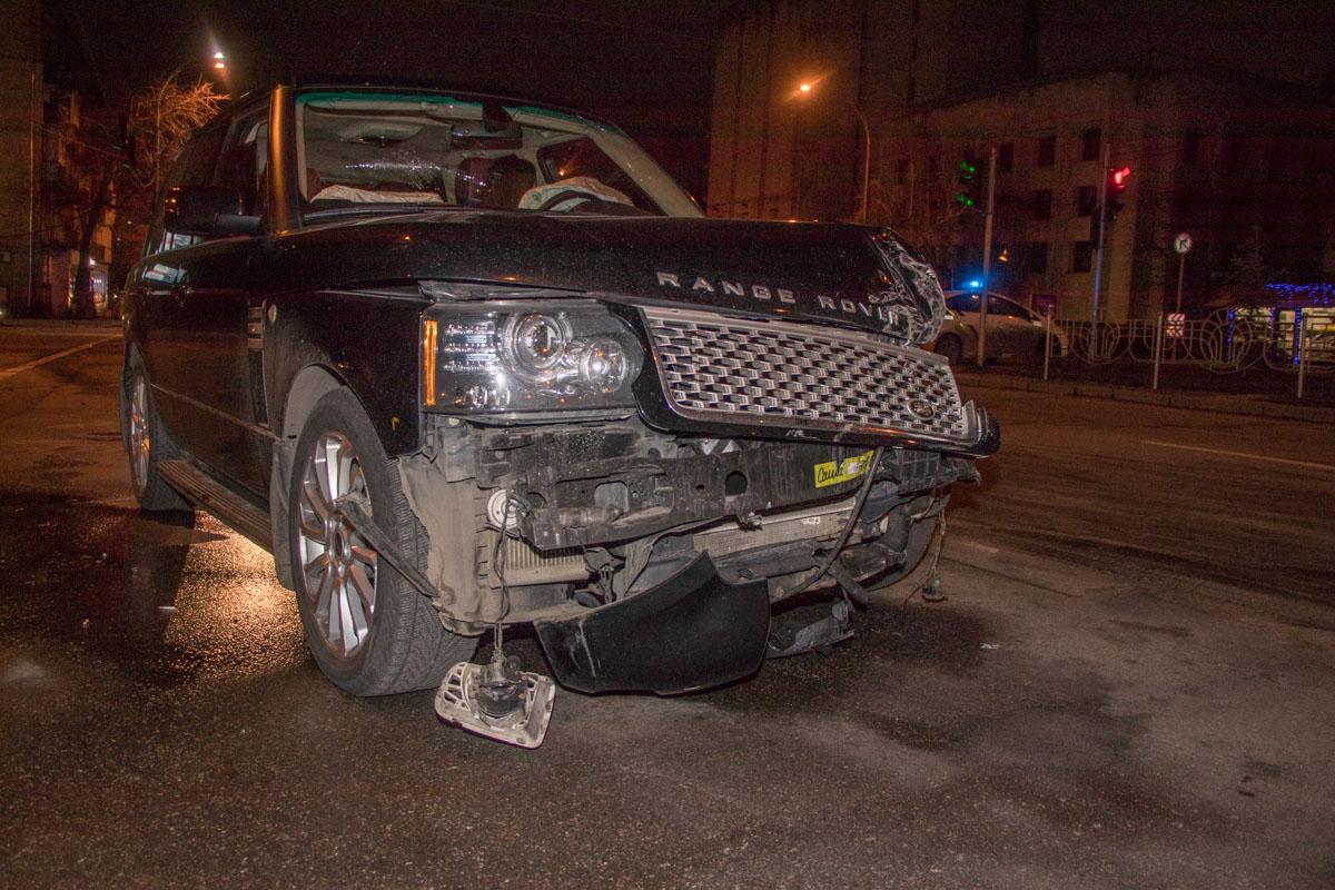 Пассажир Range Rover говорит, что это они не пропустили автомобиль