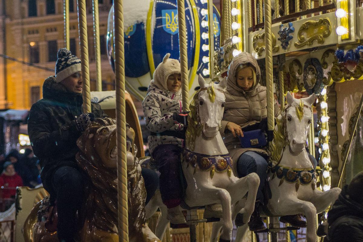 На Софийской площади можно покататься на карусели