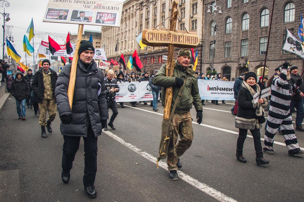 Митингующие подготовились к шествию