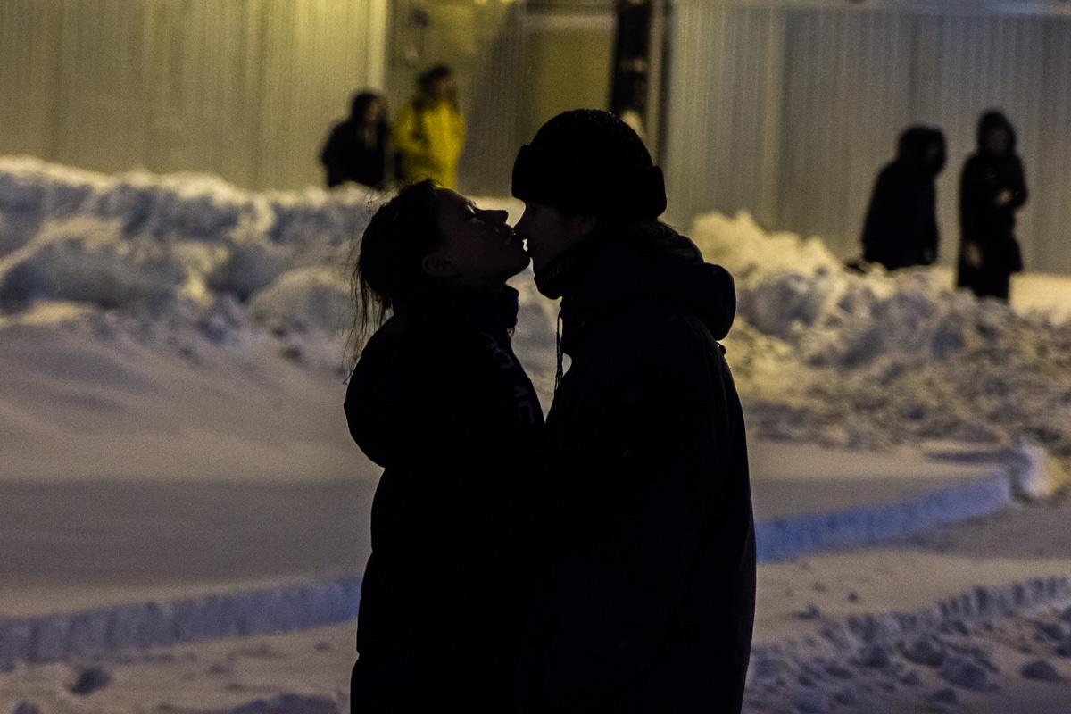 В морозную погоду согревали чувства...