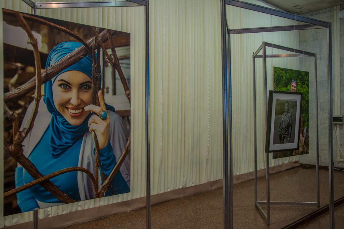 Выставка посвященная погибшему ветерану АТО Амине Окуевой