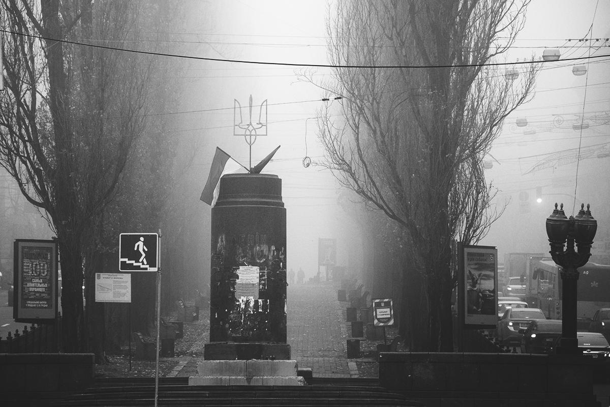 Отсутствие Ленина на его же памятнике выглядит особенно мистическим - словно Ильич вышел прогуляться