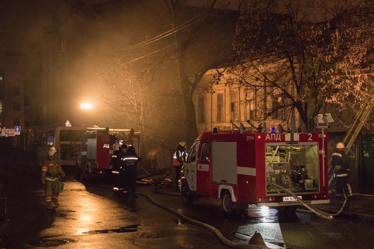 Для спасательных работ перекрыли улицу Волошскую