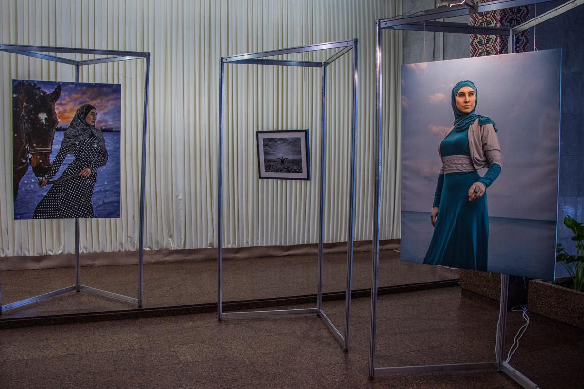 При первом замужестве Амина приняла ислам и поменяла имя - из Натальи Никифоровой она стала Аминой Мустафиновой