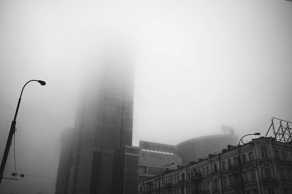 """Работники верхних этажей Gulliver глядят """"с небес""""на плебеев, ходящих по тротуарам столицы"""