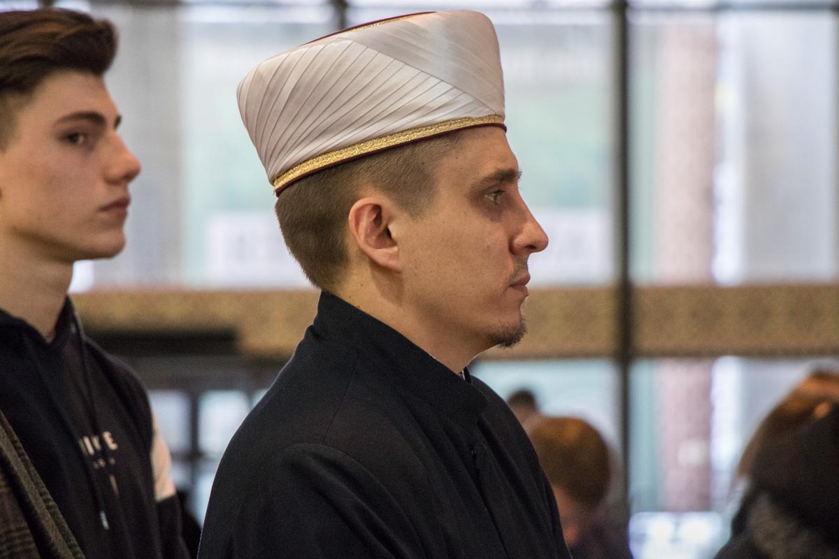 Открывал выставку и муж погибшей Адам Осмаев