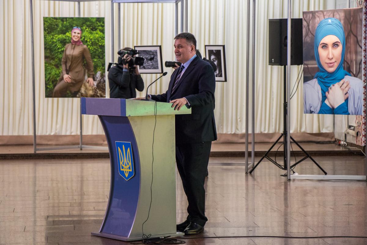 Министр внутренних дел Украины Арсен Аваков также выступил на выставке