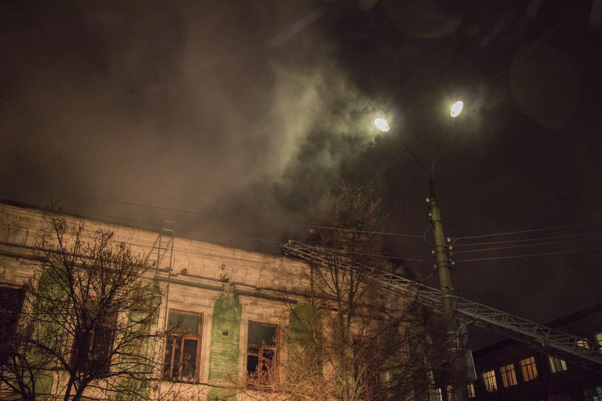 По одной из версии, пожар устроили бомжи