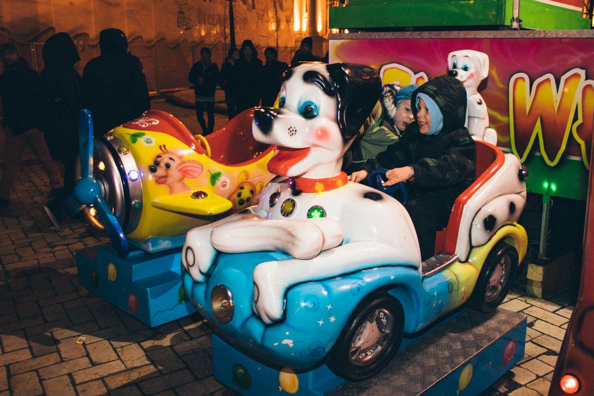 Рядом с парком есть развлечения для детей